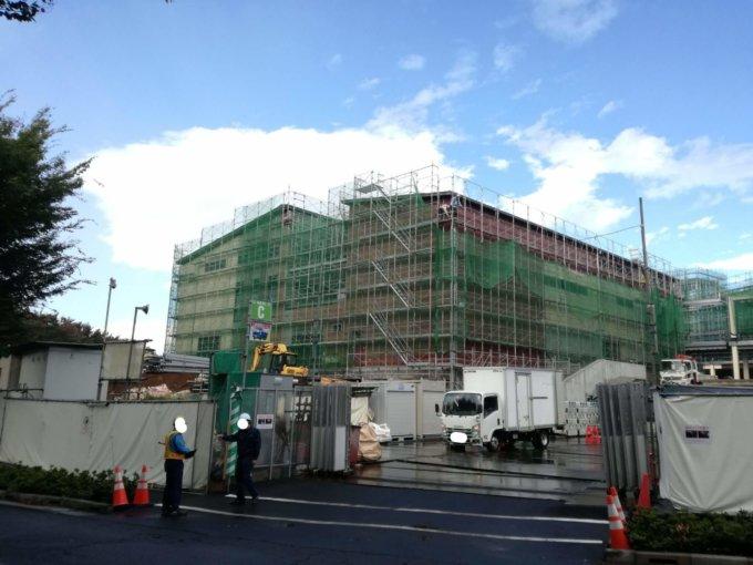 南町田グランベリーパーク建設地に完成しつつある店舗棟
