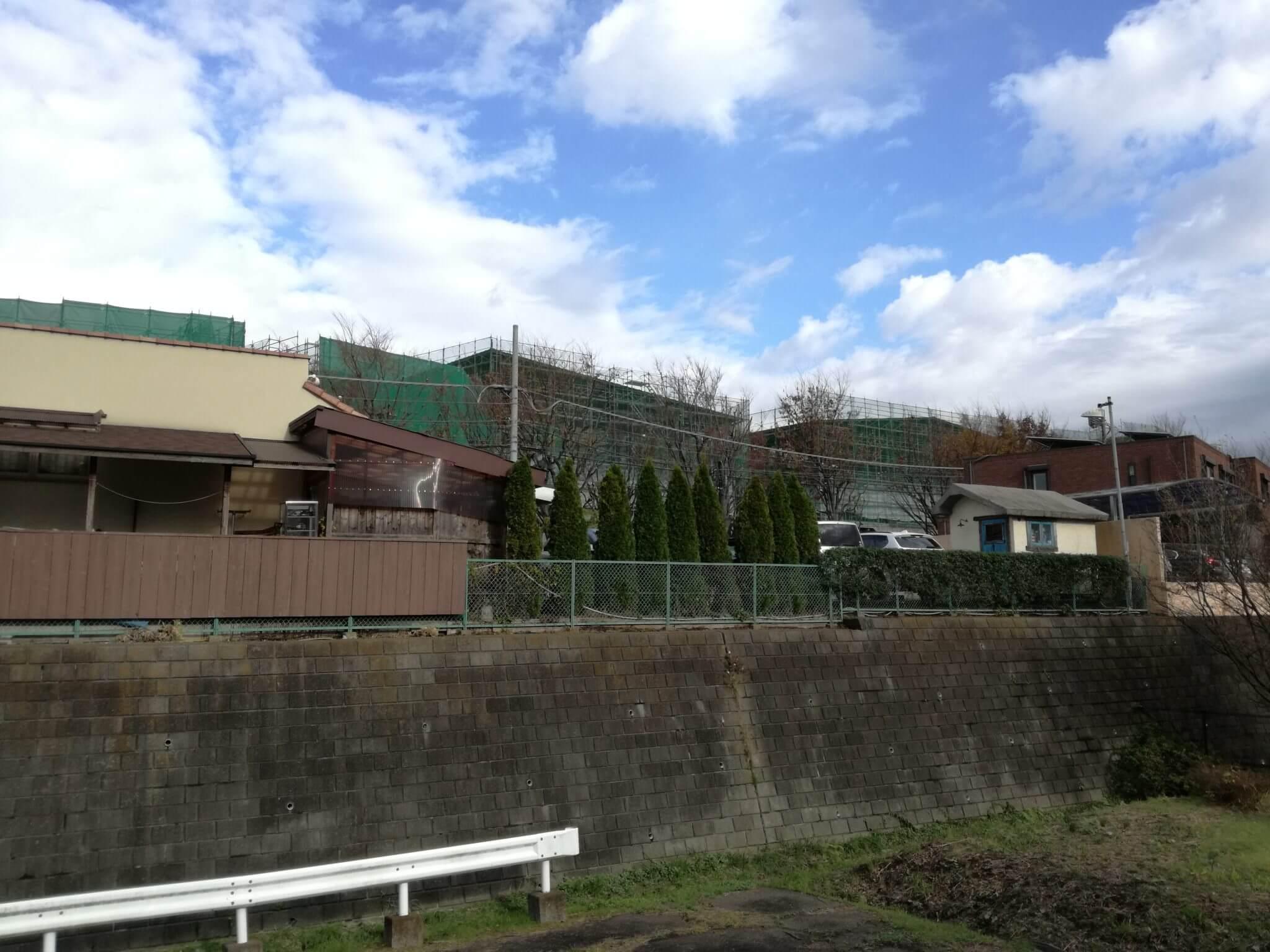 水道道付近から見えるようになった南町田グランベリーパーク新店舗