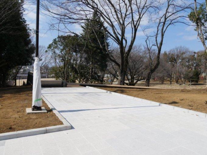 鶴間公園「旧けやき通り」付近も綺麗に整備されています。