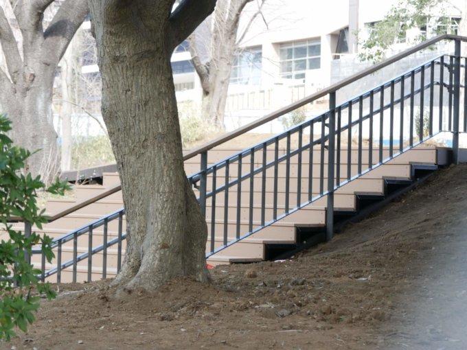鶴間公園さわやか広場への階段