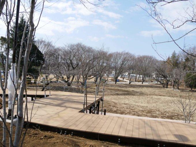 南町田グランベリーパークさわやか広場のデッキ歩道