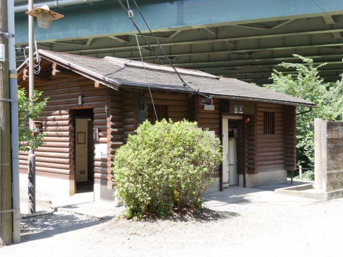 泉の森の公衆トイレ