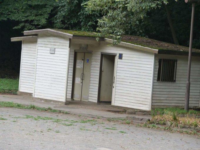 芹が谷公園の多目的広場トイレ