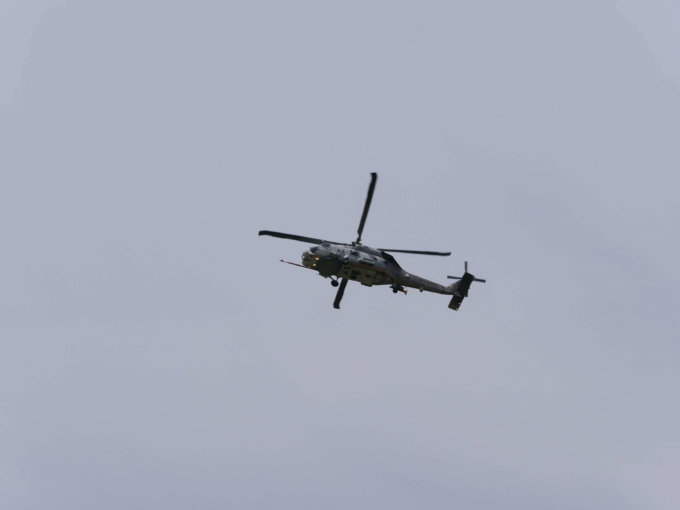 大和ゆとりの森上空を飛ぶヘリコプター