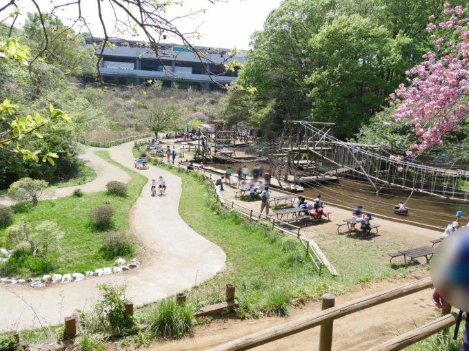 フィールドアスレチック横浜つくし野コースの池の広場